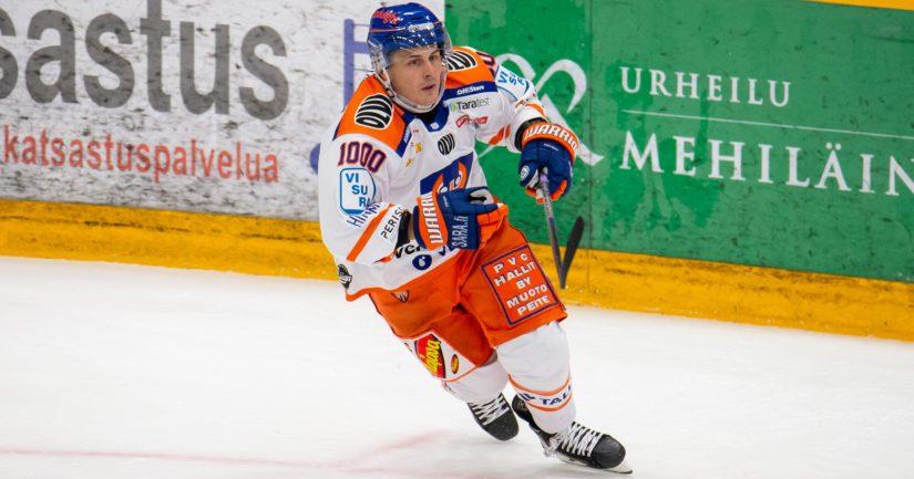 Kristian Kuusela sai SM-liigassa ensimmäisenä hyökkääjänä 1000 runkosarjaottelua täyteen (Kuva AOP)