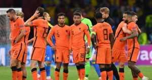 Englanti ja Hollanti aloittivat väkevästi