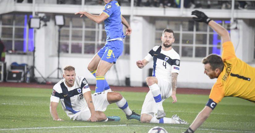 Suomi ja Ukraina MM-karsintaottelussa Olympiastadionilla (Kuva AOP)