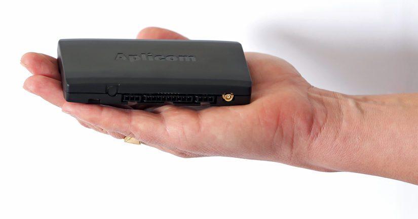 Kaavaillut mustat laatikot ovat vain kämmenen kokoisia. Kuvassa yksi vaihtoehdoista, Aplicomin A9 NEX 3 -malli.