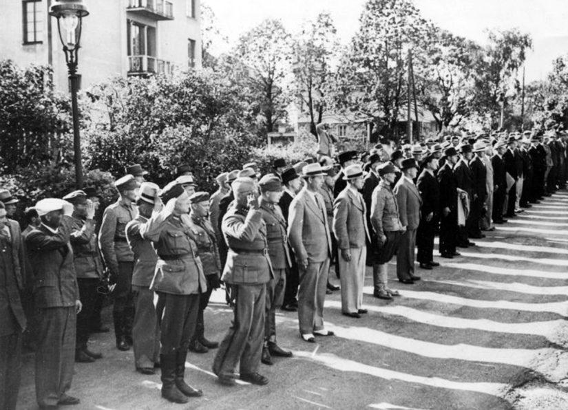 Talvisota on ohi, kotiin palaavat amerikansuomalaiset vapaaehtoiset odottavat Mannerheimin tervehdystä.