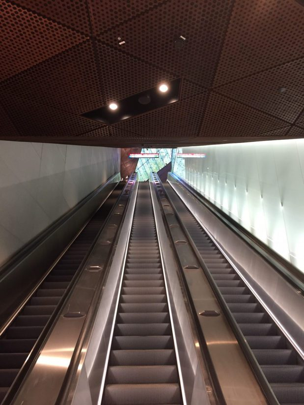 Aalto-yliopiston metroasema on näyttävä, mutta turvallisuuslaitteissa on ollut ongelmia. (Kuva Länsimetro)