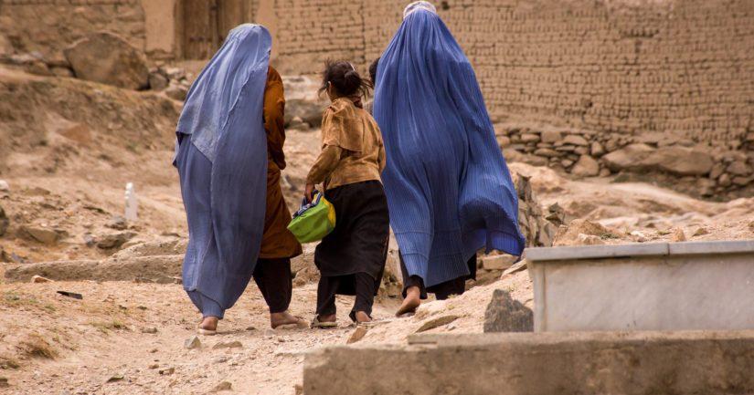 Kansainvälisen yhteisön huoli on erityisesti naisten ja tyttöjen asemasta ja turvallisuudesta.