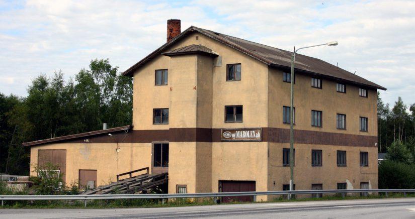Kokkolassa sijaitsee Ähtävän Muovin entinen teuraskeittämörakennus.