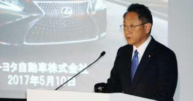 Toyotan pomo laukoi kovia sanoja – autonvalmistaja on keskellä kriisiä