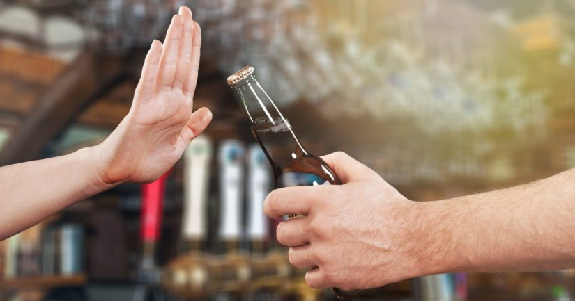 Nuorten viettämä aika kavereiden kanssa ei enää liity niin vahvasti alkoholiin.