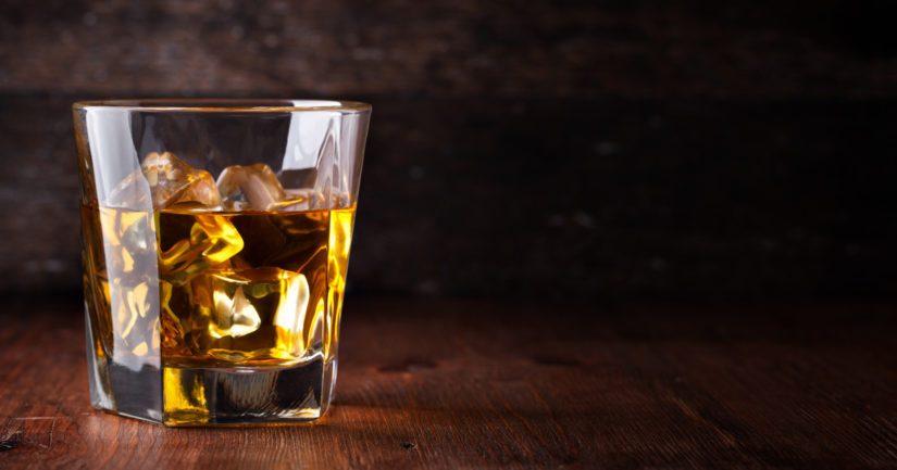 Kotiympäristöissä humalajuomisen sääntelyyn ja haittojen ehkäisyyn on vähemmän keinoja.