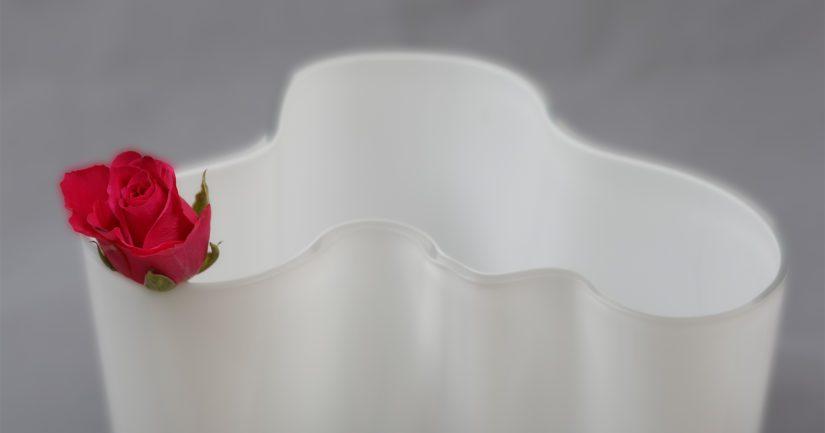 Suomalaisen muotoilun kuuluisimpia klassikoita on kiistämättä Alvar Aallon  maljakko. 8342211da0