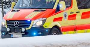 Henkilöauto ajoi poliisiauton perään valtatiellä – kuljettaja loukkaantui vakavasti