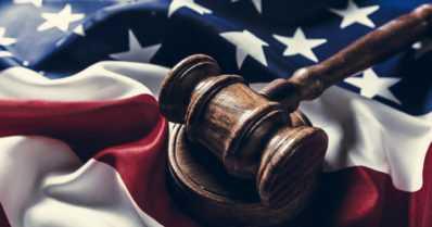 Valamiehistön yksimielinen päätös Yhdysvalloissa – ex-poliisi on syyllinen George Floydin kuolemaan