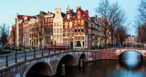 Euroopan lääkevirastoa ei saatu Helsinkiin – arpa ratkaisi lopulta sijoittamisen Amsterdamiin