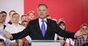 Puolassa pidettiin jännittävät presidentinvaalit – kansallismielinen Andrzej Duda täpärästi voittoon
