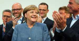 Saksan vaaleissa Angela Merkelille laimea torjuntavoitto – äärioikeistopuolue nousi liittopäiville