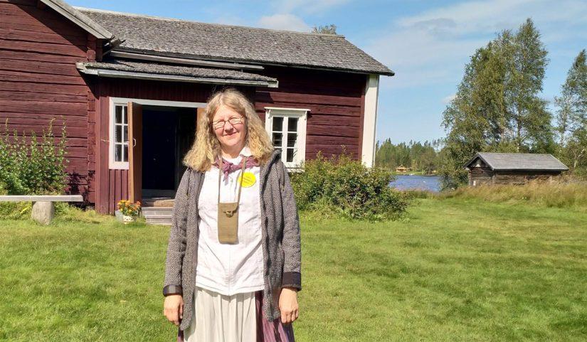 Museo-opas Anni Vääräniemi sanoo Kallioniemestä tulleen vuosien saatossa Päätalo-fanien pyhiinvaelluskohde. – Ihmiset jopa suutelevat maata astuessaan pihapiiriin, Vääräniemi paljastaa.