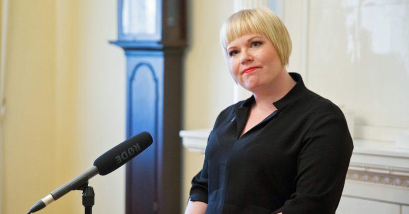 Perhe- ja peruspalveluministeri Annika Saarikko on saanut selitellä viime aikoina takkuavaa sote-uudistusta, jonka myös väitetään tuovan säästöjä.