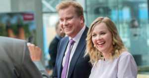 """Uusi puheenjohtaja Katri Kulmuni – """"Keskustalla on yksi tehtävä, nousta Suomen suurimmaksi puolueeksi"""""""