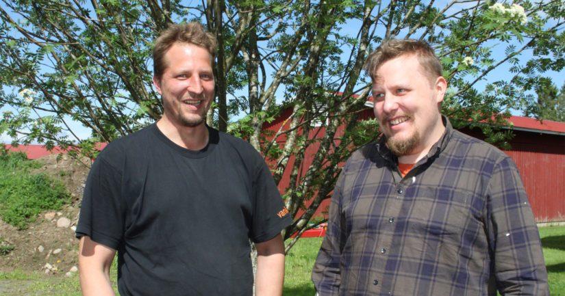 Markus ja Antti kipparoivat kotitilaansa maatalousyhtymän nimissä. – Tämä yhtälö toimii luontevasti ja kaikin puolin hyvin. Yhtymän ansiosta toimintaa on voitu laajentaa myös tilan ulkopuolelle, veljekset kehuvat.