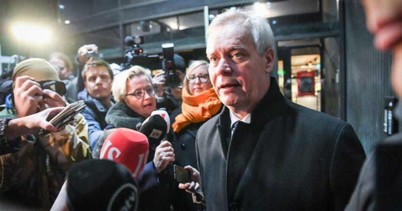 Pääministeri Antti Rinne kamppailee omasta paikastaan ja joutuu vastaamaan välikysymykseen.