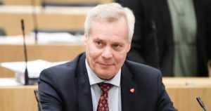 SDP:n puheenjohtaja Antti Rinne palasi Suomeen – sairauslomalla tammikuun loppuun
