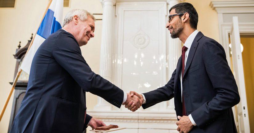 Pääministeri Antti Rinne ja Googlen toimitusjohtaja Sundar Pichai julkistivat tiedot uusista investoinneista Suomeen.