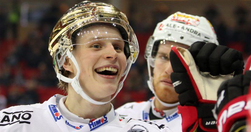 JYP:n nuori keskushyökkääjä Antti Suomela sai riemuita Liigan runkosarjan pistepörssin voitosta.