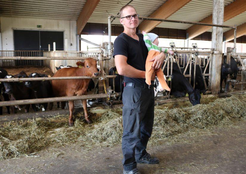 Antti iloitsee tulevasta navetan laajennusprojektista. – Meillä on aina ollut halu kehittää ja kehittyä. Toisen robotin myötä myös karjamäärä tuplaantuu ja samalla voimme muutenkin tehostaa maidontuotantoa.