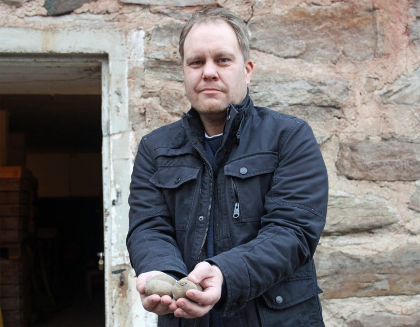 Uusitalon tilan päätuotantosuunnaksi on valikoitunut tärkkelysperunan viljely. – Peruna on minun kohdallani työvoitto, sillä alussa en tiennyt tämän viljelyksestä yhtään mitään, Antti sanoo naureskellen.