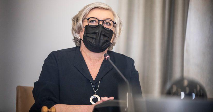Puhemies Anu Vehviläinen pyytää oikaisemaan sote-lainsäädännön voimaanpanolakiin sisältyvän kirjoitusvirheen.