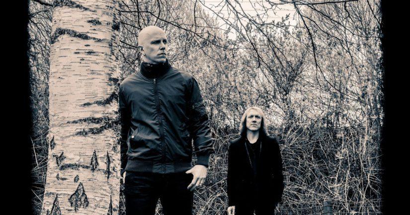 Toni Wirtanen ja Sipe Santapukki luotsaavat leirillä nuoria musiikintekijöitä.