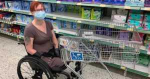 Auttavaisia ihmisiä löytyy paljon ruokakaupassa – mutta joskus naisen käsi tipahtaa lattialle