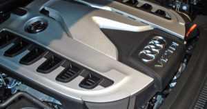 Audi asetti V10- ja V12-moottorien tulevaisuuden kyseenalaiseksi – onko dinosaurusten aika jo ohi?