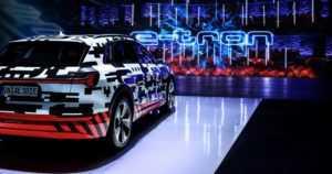 Audin tulevan sähköauton sisusta on täynnä tekniikkaa – sivupeilinäkymänkin voi korvata kameroilla