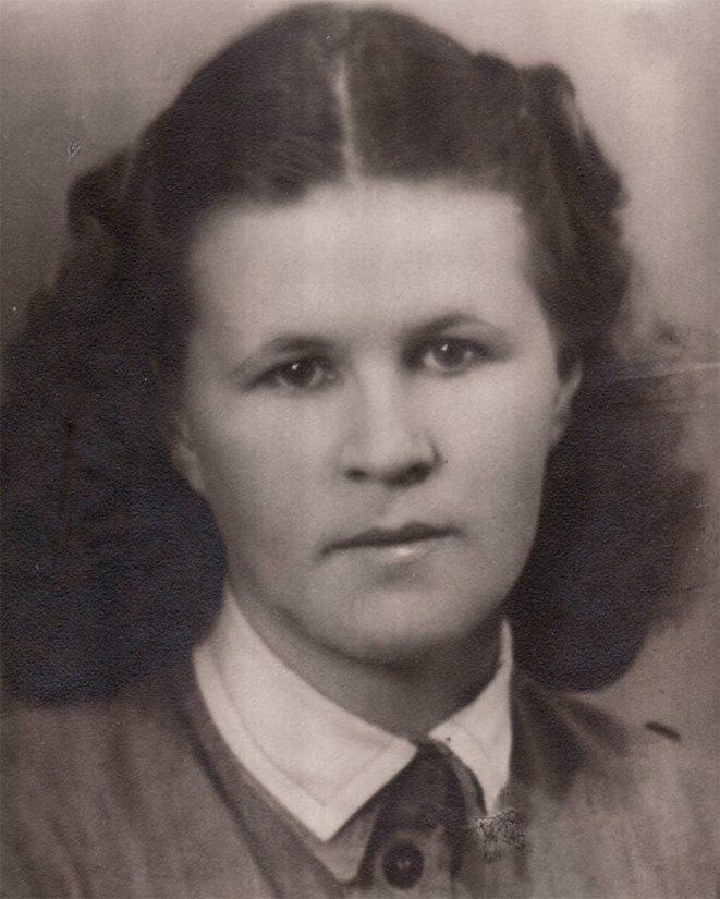 Nuori lotta Aune-Leea Huotari vuonna 1941.