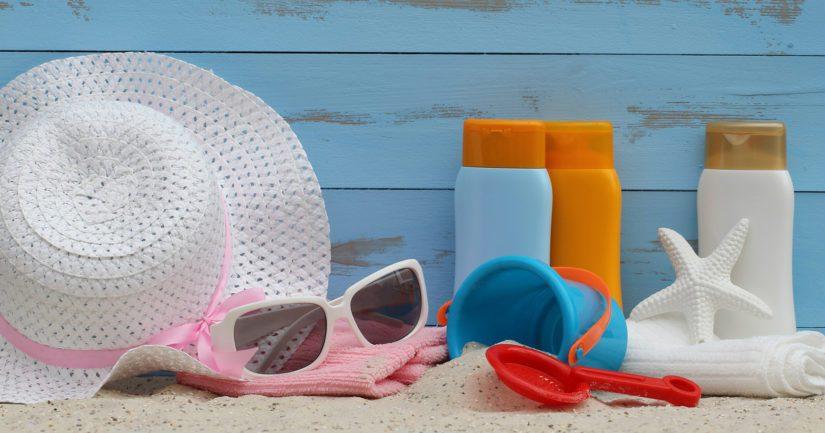 Varjo, vaatteet ja voide ovat paras suoja auringon ultraviolettisäteilyä eli UV-säteilyä vastaan.