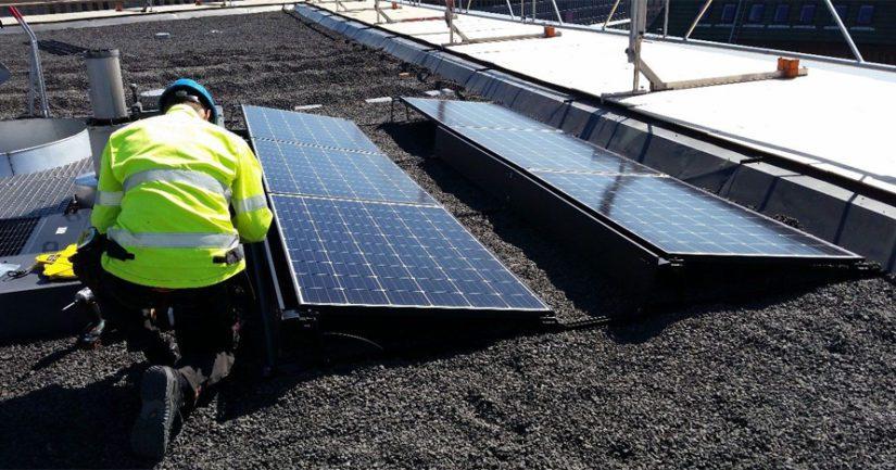 Eduskuntatalon Pikkuparlamenttiin aurinkovoimala – tuottaa osan kokonaisenergiasta