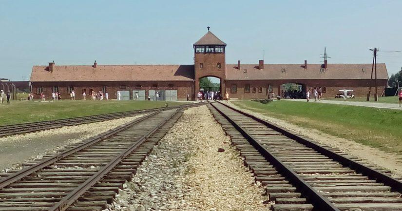 Hédi Fried saapui Auschwitziin junalla tuhansien muden kohtalotovereidensa kanssa. Asema on edelleen olemassa.