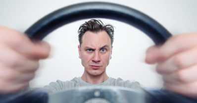 Miehet kokevat olevansa autoilun asiantuntijoita – ja haluavat ajaa BMW:llä