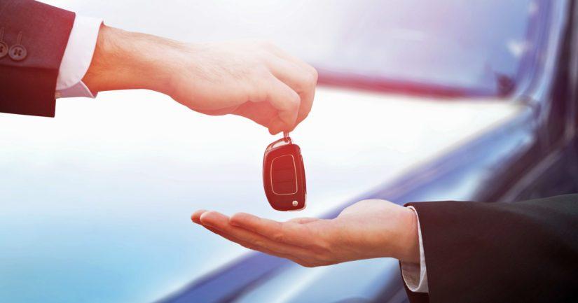 Poliisi kehottaa myyjiä varovaisuuteen käytettyjen autojen kaupassa.