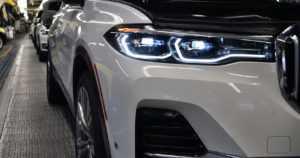 BMW:n jätti-SUV:n esisarjatuotanto alkoi – tässä ovat ensimmäiset kuvat uudesta X7:stä