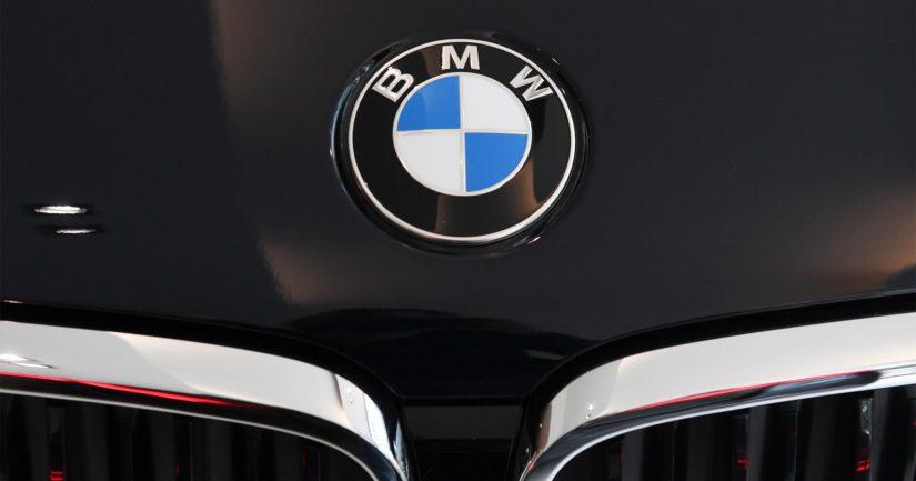 BMW-merkkisistä autoista on yöaikaan anastettu muun muassa autojen ajotietokoneita ja ratteja.