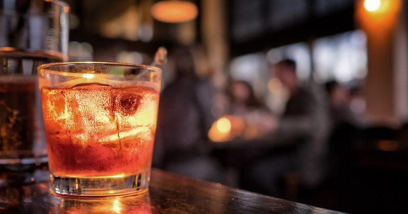 THL haluaa, että baarit, pubit ja yökerhot suljetaan Helsingissä, Espoossa, Vantaalla ja Kauniaisissa kokonaan mahdollisimman nopeasti.