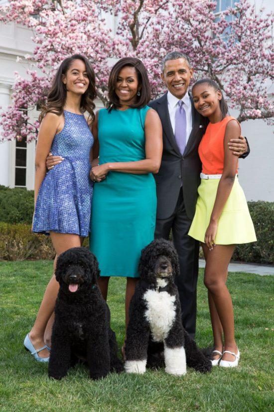 Presidentti Barack Obamalle tärkeään perheeseen kuuluvat vaimo Michelle sekä tyttäret Sasha ja Malia lemmikkikoirien lisäksi.