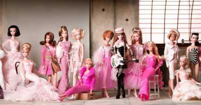 Naisen asema ja kauneusihanteiden muutos näkyvät Barbie-nuken elämässä