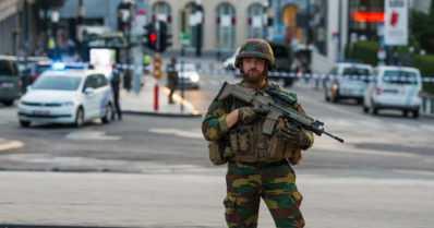 Ensin isku Pariisiin, sitten Brysseliin – sotilaat ampuivat pommeilla varustetun terroristin
