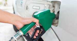Polttoainevero nousee, bensan myynti kielletään, tiemaksut tulevat… – liikenteen päästöt nollaan vuonna 2045?