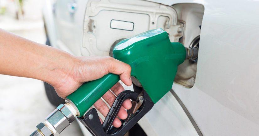 Fossiilisten liikennepolttoaineiden myynnin kielto vuonna 2045 ohjaisi siirtymään uusiutuviin polttoaineisiin.