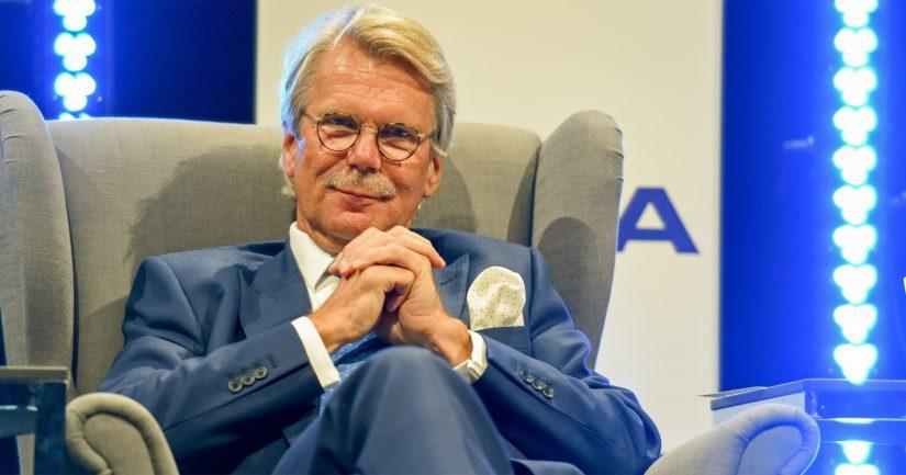 – Nordea on puolen vuoden ajan tehnyt huolellista arviota konsernin kilpailuolosuhteista ja haasteista, hallituksen puheenjohtaja Björn Wahlroos kertoo siirron taustoista.