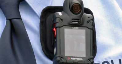 Poliisi harkitsee vartalokameroita – koekäytössä hälytyskeikka paljastui henkirikokseksi