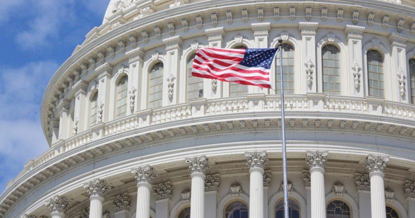 Yhdysvaltain Capitol-kongressirakennuksessa Washingtonissa kokoontuvat edustajainhuoneen ja senaatin jäsenet.