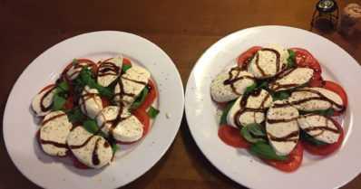 Caprin salaatti toistaa Italian lipun värit – hyvää ruokaa hyvin vähistä raaka-aineista